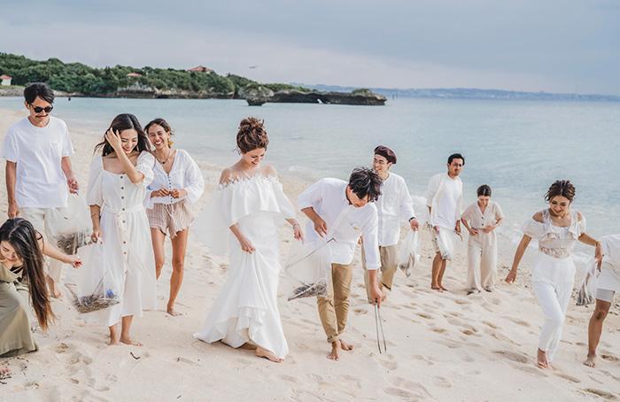 沖縄結婚式でのビーチクリーン活動