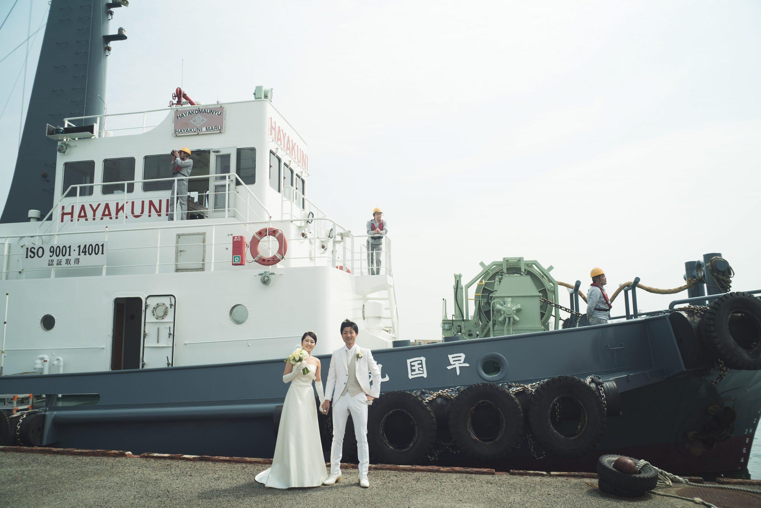 今治港で結婚式を挙げた新郎新婦