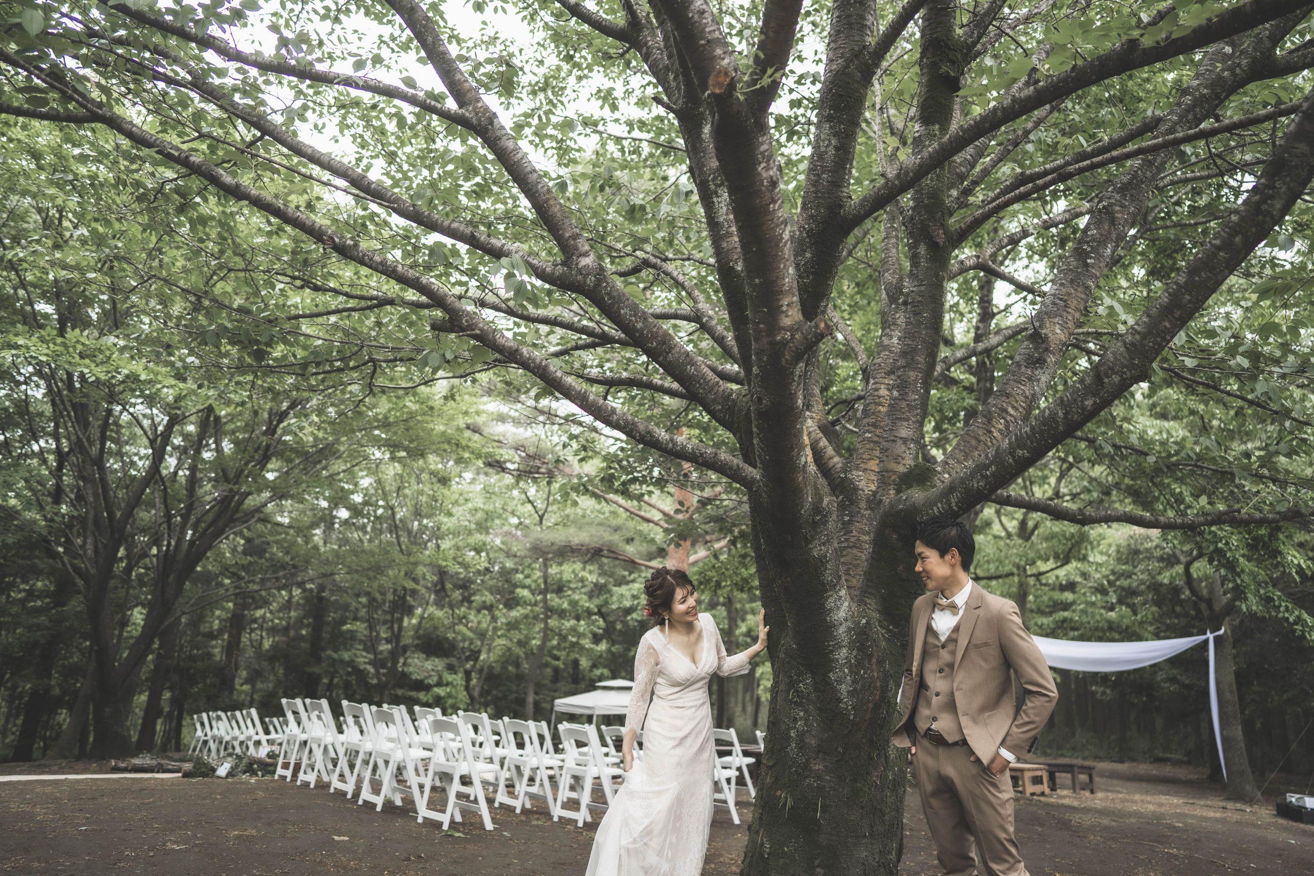 森の中での結婚式