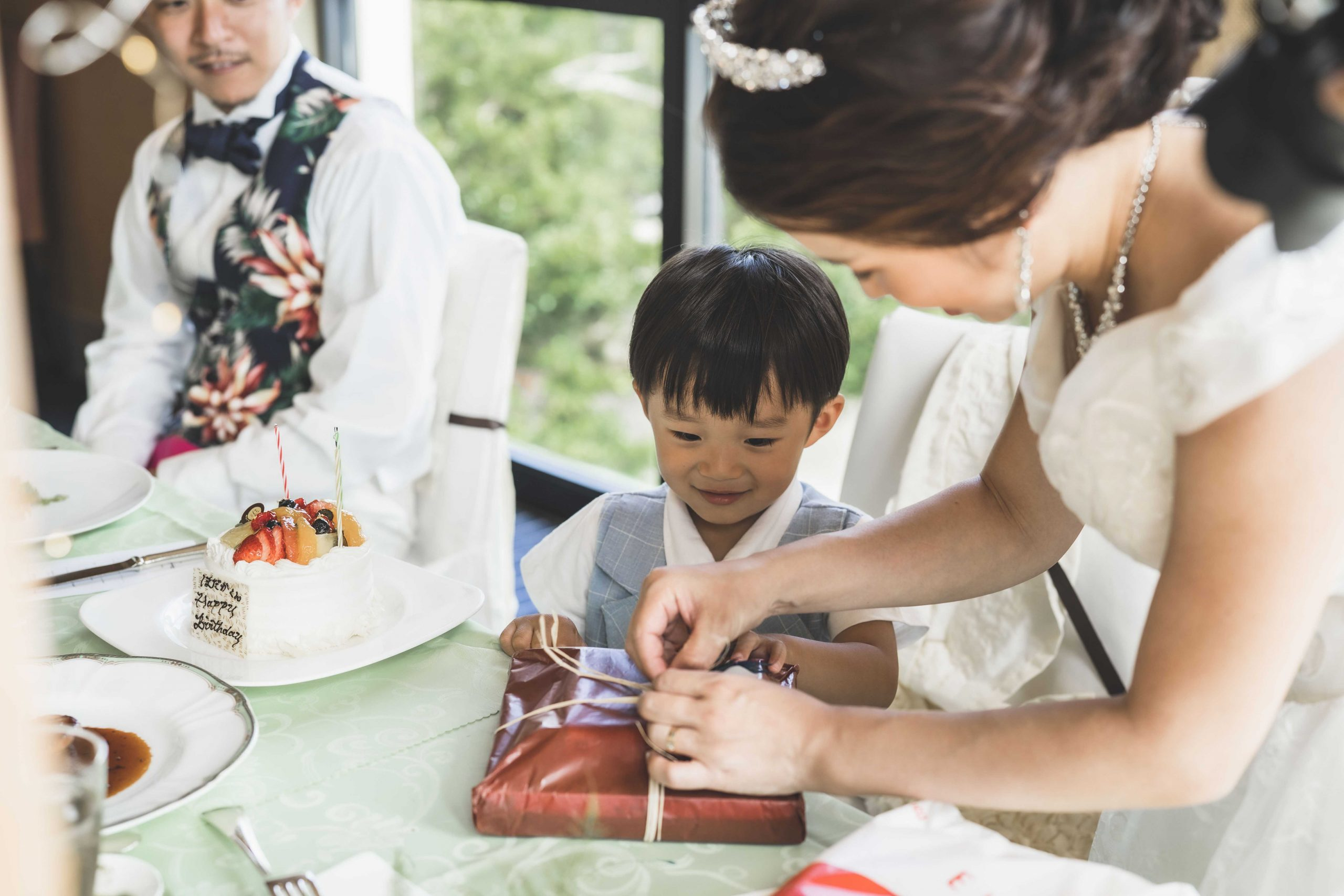 沖縄家族婚でのお子様へのサプライズプレゼント