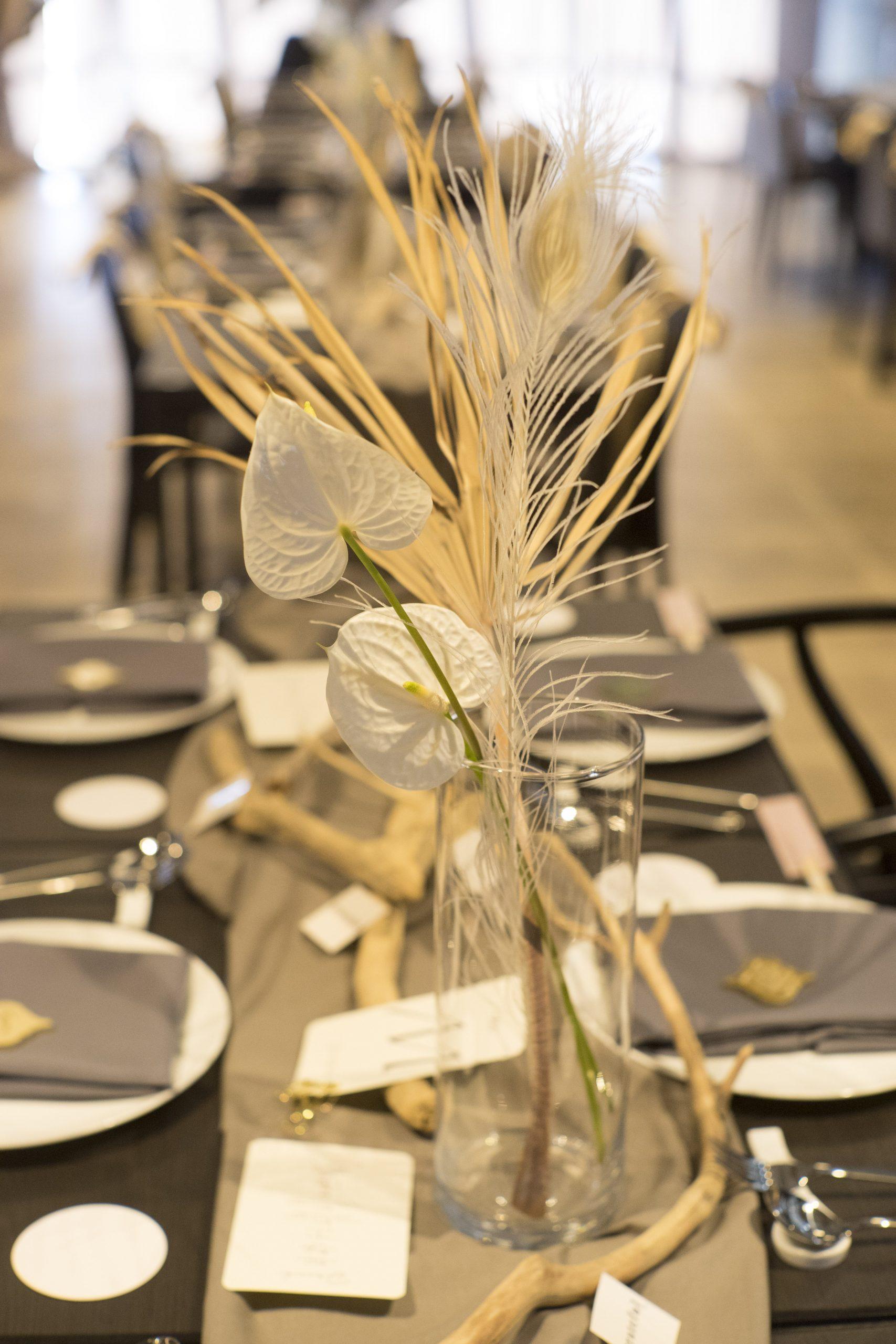 アンスリュームを使ったホワイト系のテーブル装花