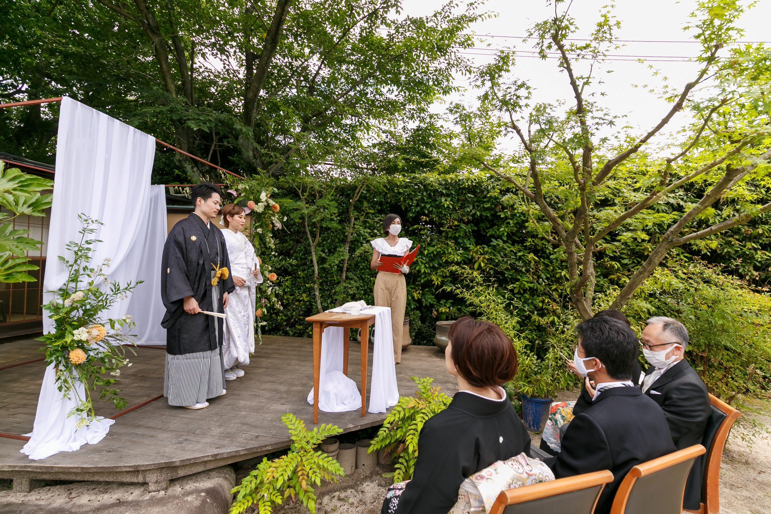 宮島を見渡す料亭のガーデンでの人前式