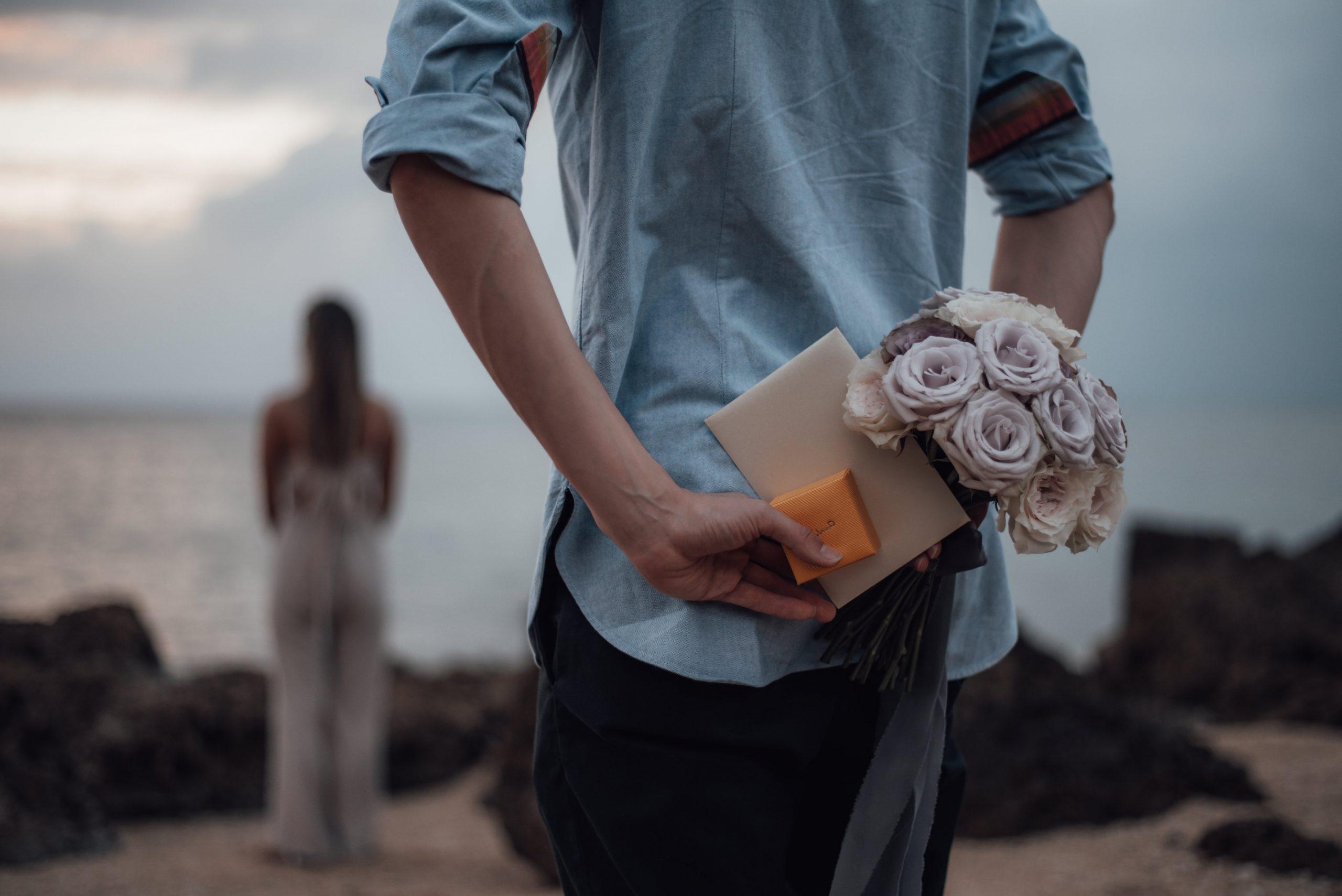 サプライズプロポーズでのバラのブーケ