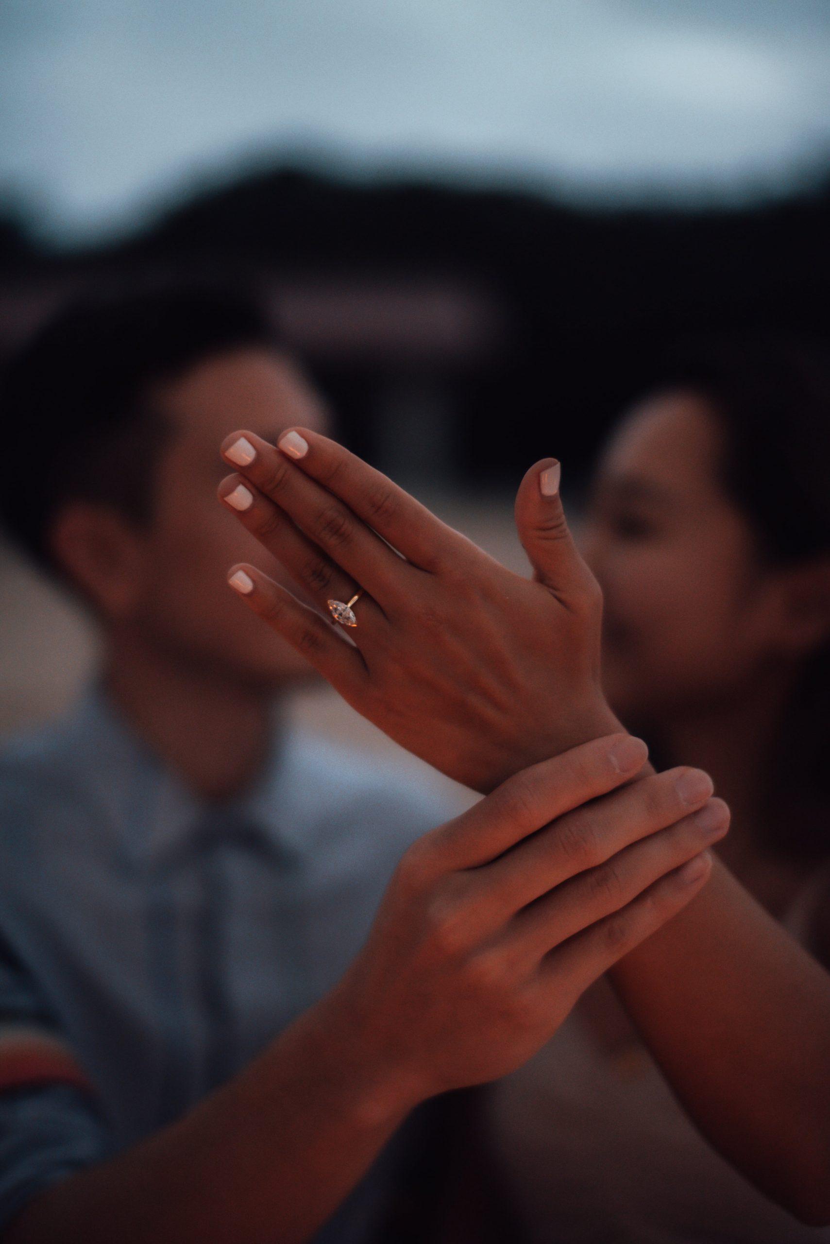 サプライズプロポーズで彼からプレゼントした指輪